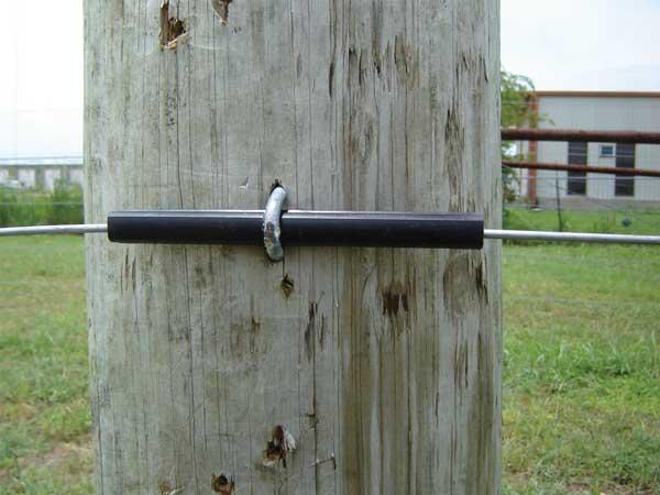 Isolator rør på træpæl - velegnet til stålwire og polywire